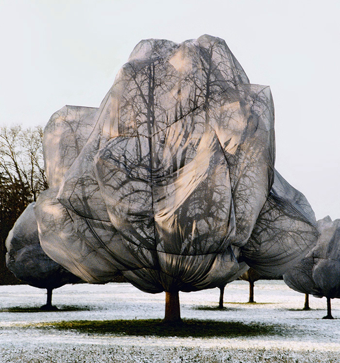 christo – christo and jeanne-claude – wrapped trees – artist – fondation beyeler – ernst beyeler – berower park – riehen – basel – photos – art book – fotos – kunstkatalog – art paintings – by peter gartmann – art + photography – sabina roth – kunst + fotografie – schweiz, switzerland – represented by marco stücklin – www.marco-stuecklin.ch – susanne minder art picture collection – susanne minder art collection – susanne minder picture collection – susanne minder bildarchiv – susanne minder photo collection – photocollection susanne minder